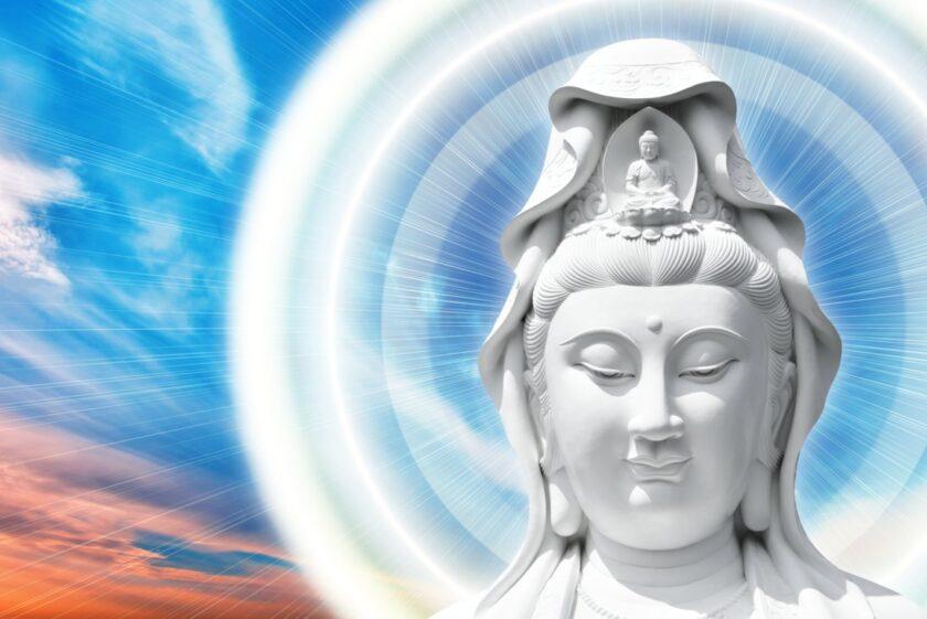 Hình ảnh Phật Quan Âm từ bi giữa trời