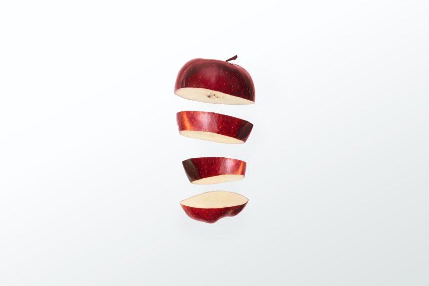 hình ảnh quả táo được cắt làm nhiều phần
