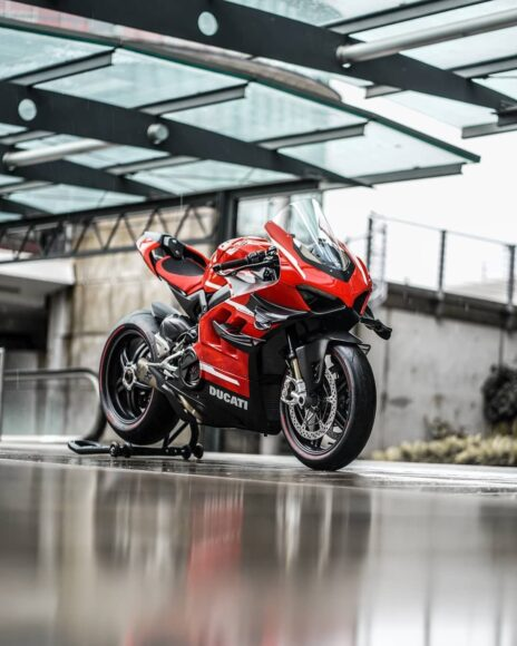 hình ảnh siêu xe moto Ducati màu đỏ