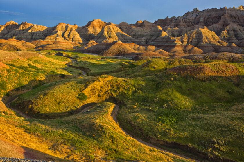 hình nền nắng vàng chiếu lên đồi cỏ mùa thu