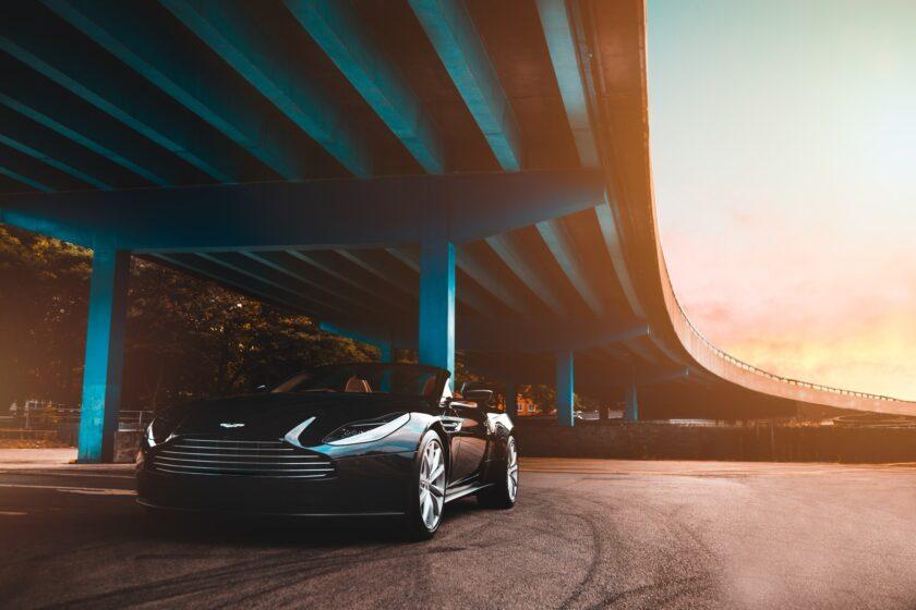 hình nền win 10 xe ô tô dưới gầm cầu