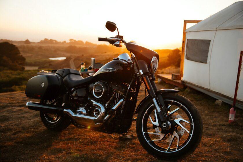hình nền xe moto dưới ánh nắng hoàng hôn