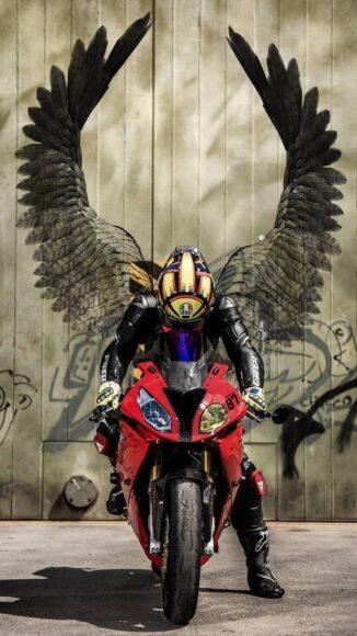 hình nền xe moto và đôi cánh thiên thần