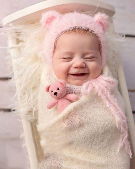 hình ảnh em bé sơ sinh dễ thương cười