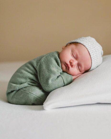 hình ảnh em bé sơ sinh dễ thương ngủ