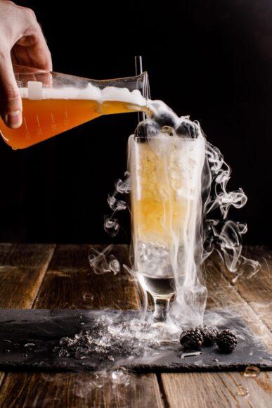 Hình ảnh khói đá khô trên đồ uống