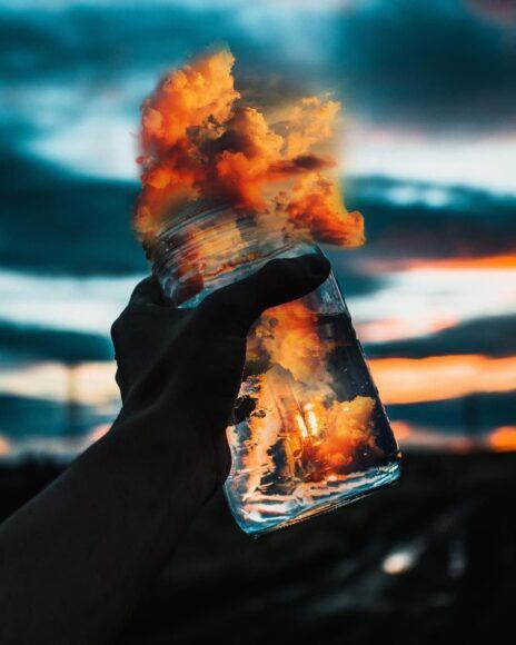 Hình ảnh khói nén trong lọ nghệ thuật