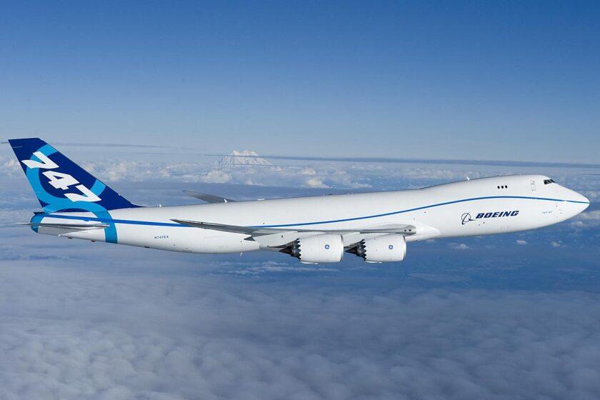 Hình ảnh máy bay chở khách trên trời