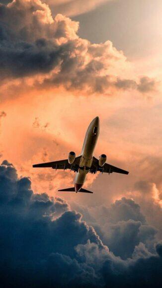 Hình ảnh máy bay đang lượn giữa trời