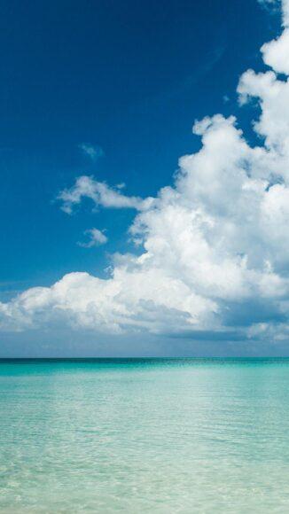 Hình ảnh mây trời giữa biển thơ mộng
