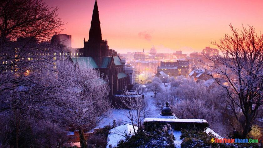 Hình ảnh mùa đông lạnh bao trùm cả thành phố
