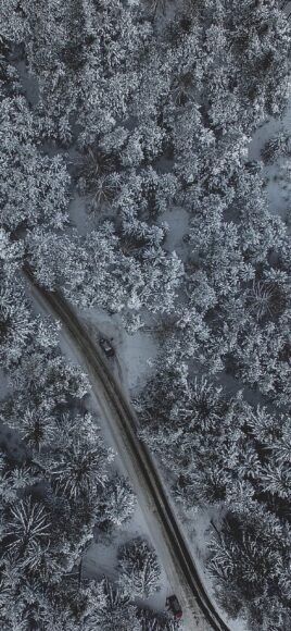 Hình ảnh mùa đông lạnh trên một tuyến đường sắt