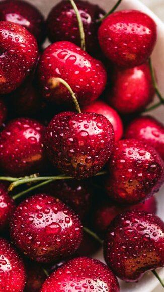 Hình ảnh quả cherry mọng nước làm nền điện thoại