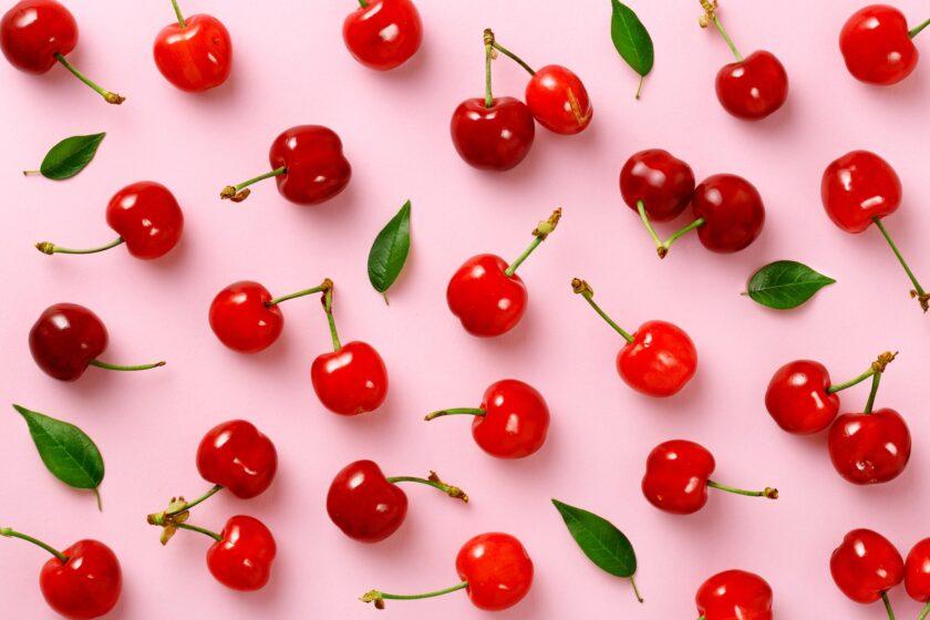 Hình ảnh quả cherry trên nền hồng đẹp
