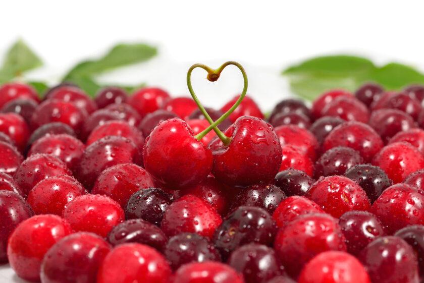 Hình ảnh quả cherry tượng trung cho tình yêu