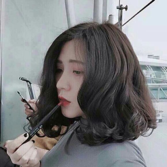 hình ảnh tóc ngắn uốn xoắn đuôi