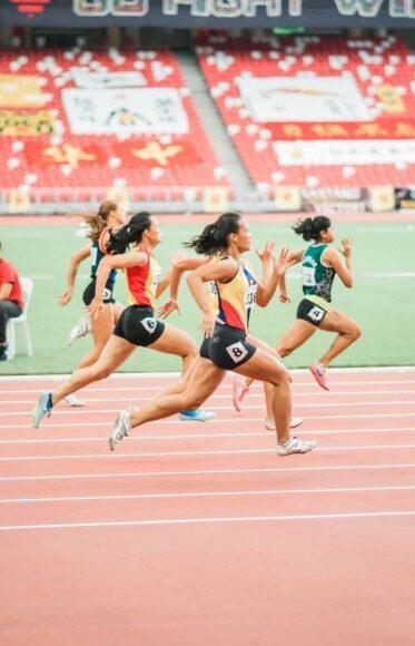 ảnh cô gái quyết tâm chạy hết mình truyền động lực cố gắng