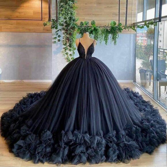 hình ảnh váy cưới đen cá tính