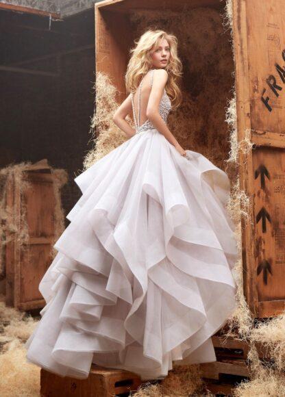 hình ảnh váy cưới nhiều tầng thướt tha