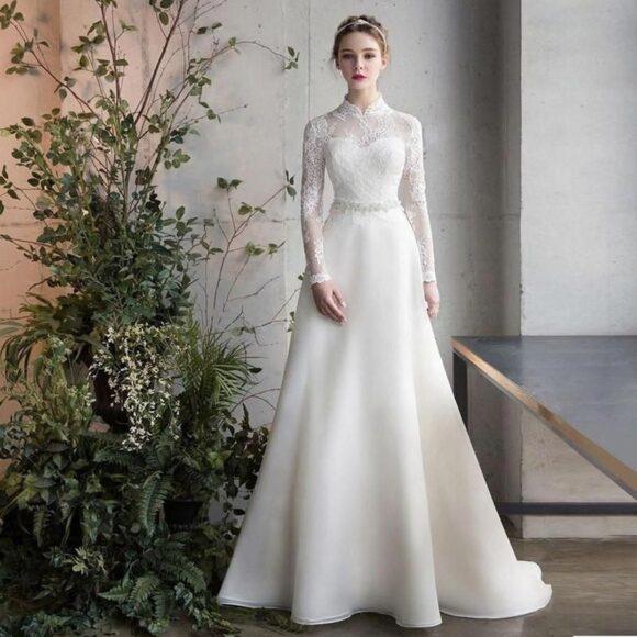hình ảnh váy cưới ren cổ điển