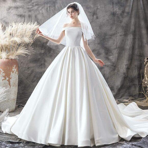 hình ảnh váy cưới satin trơn hiện đại