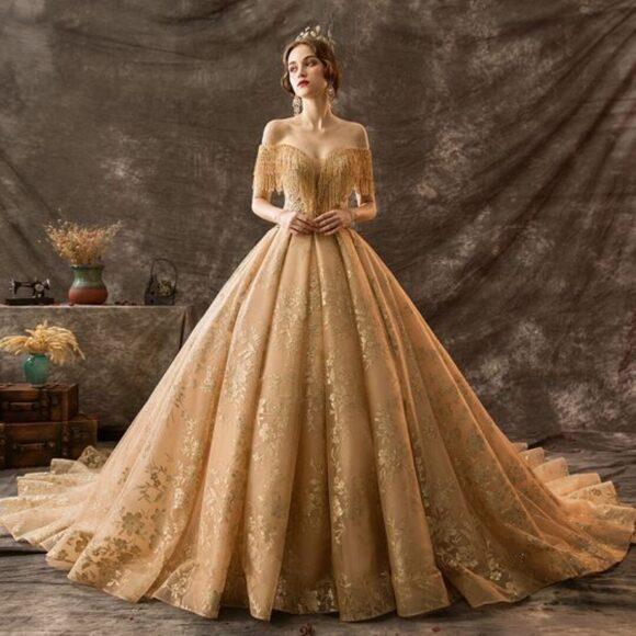 hình ảnh váy cưới vàng đồng óng ánh