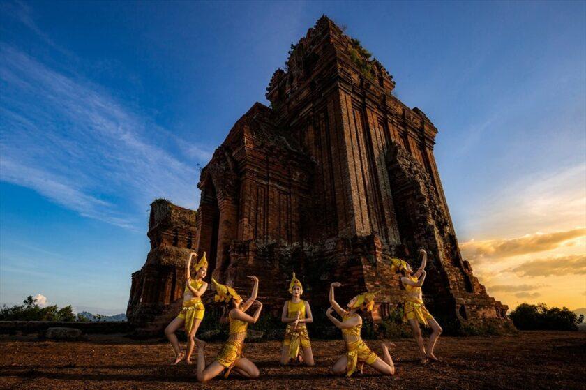 ảnh đẹp Vũ Điệu Ngàn Xưa - Tháp Bánh Ít - Phan Minh Thọ