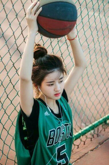 hình hot girl chơi bóng rổ